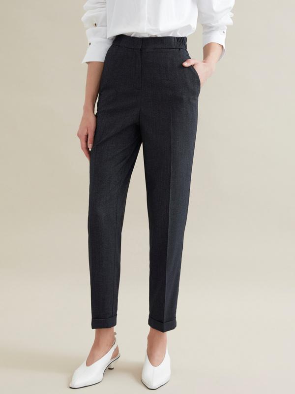 Зауженные брюки с эластичным поясом и подворотами - фото 4