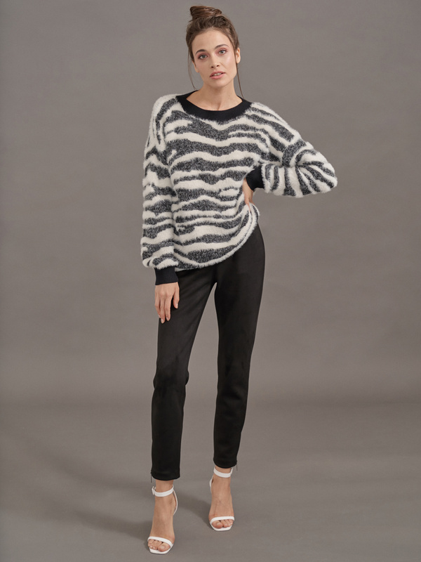Зауженные брюки имитация замши - фото 2