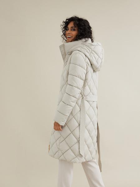 Стеганое пальто с поясом и капюшоном - фото 5