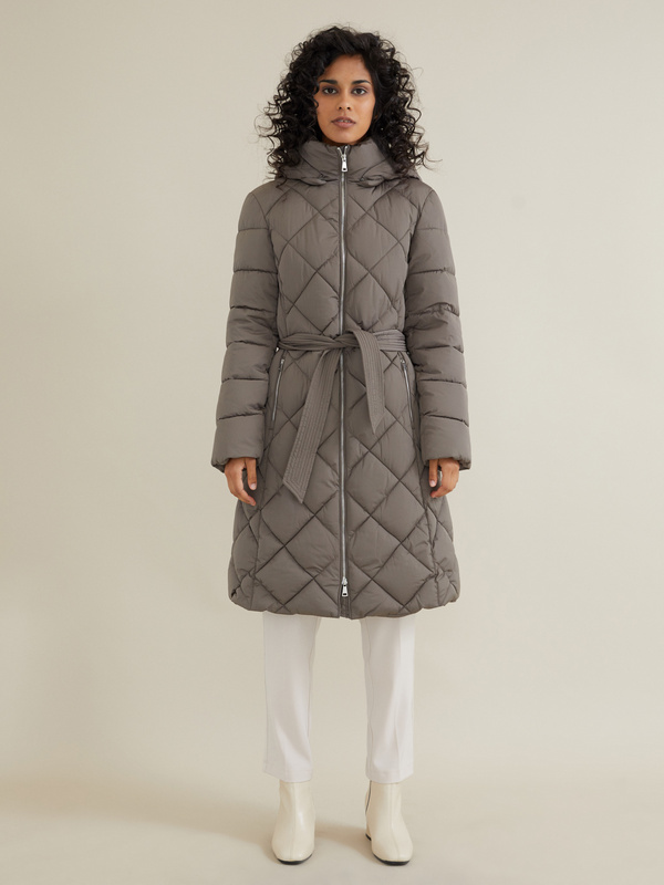 Стеганое пальто с поясом и капюшоном - фото 2