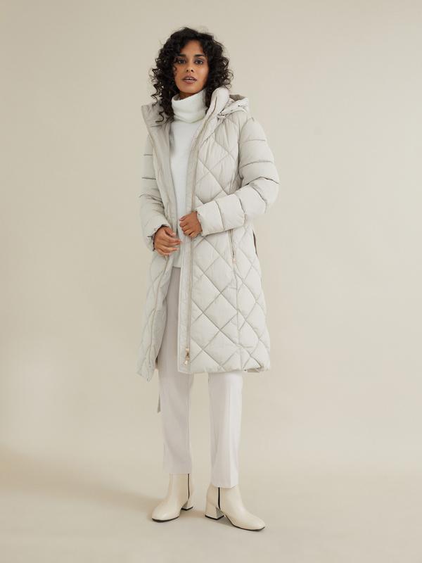 Стеганое пальто с поясом и капюшоном - фото 1