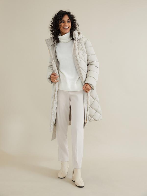 Стеганое пальто с поясом и капюшоном - фото 4