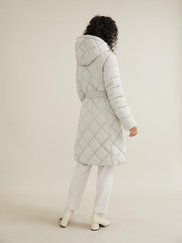 Стеганое пальто с поясом и капюшоном - фото 6