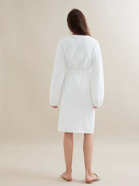 Трикотажное платье с поясом - фото 5