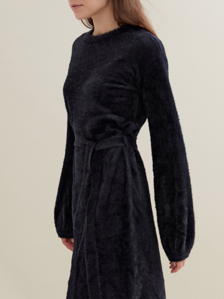 Трикотажное платье с поясом - фото 3