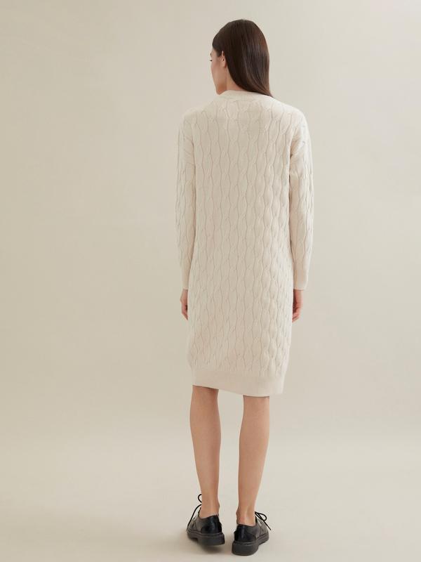 Трикотажное платье-миди объемной вязки - фото 3