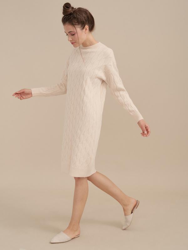 Трикотажное платье-миди объемной вязки - фото 5