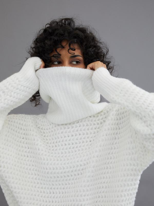 Удлиненный свитер с воротником хомут - фото 4