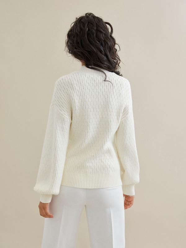 Джемпер комбинированной вязки со спущенной линией плеча - фото 2