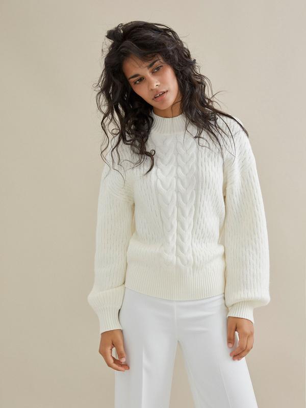 Джемпер комбинированной вязки со спущенной линией плеча - фото 4