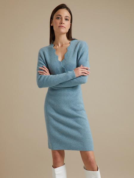 Трикотажное платье-миди на запахе - фото 1