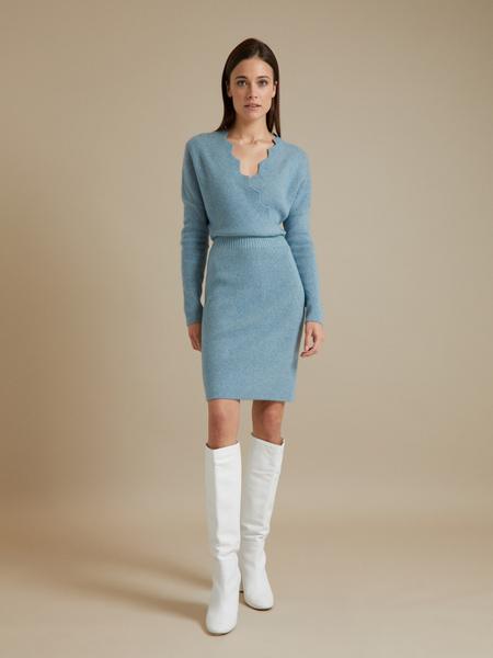 Трикотажное платье-миди на запахе - фото 4