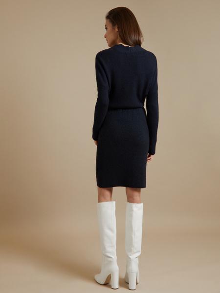 Трикотажное платье-миди на запахе - фото 5