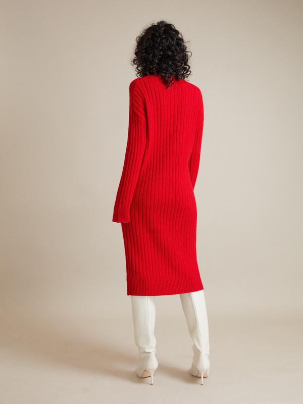 Трикотажное платье с V-образным вырезом - фото 5