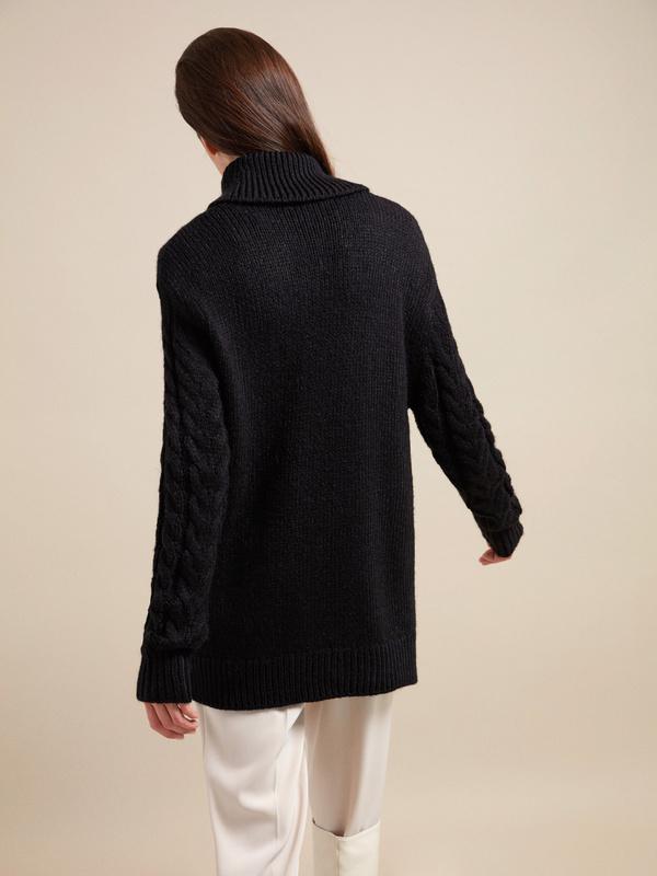 Удлиненный свитер вязки косы - фото 4