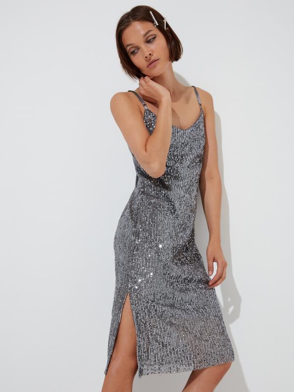 Платье на тонких бретелях с пайетками - фото 2