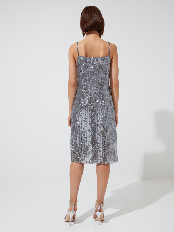 Платье на тонких бретелях с пайетками - фото 4
