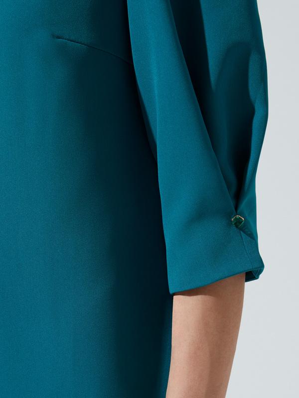 Платье прямого кроя с защипами на рукавах - фото 2