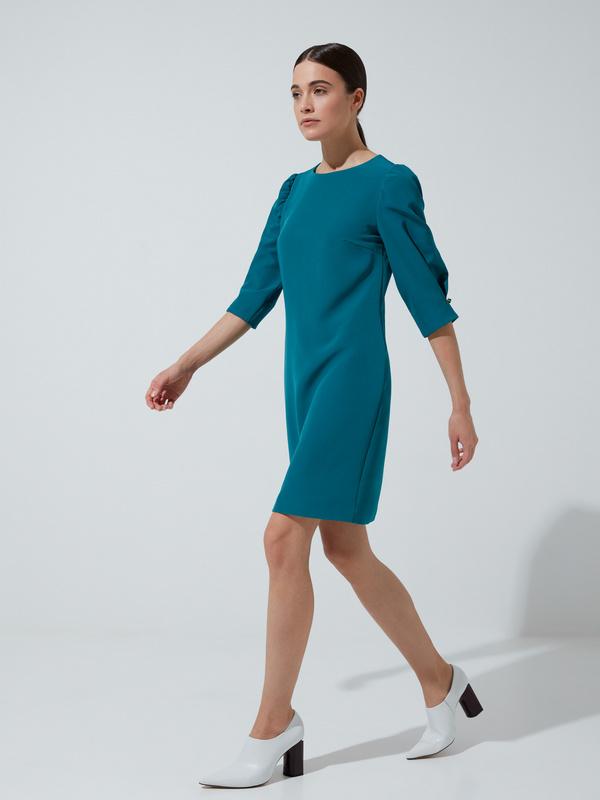 Платье прямого кроя с защипами на рукавах - фото 4