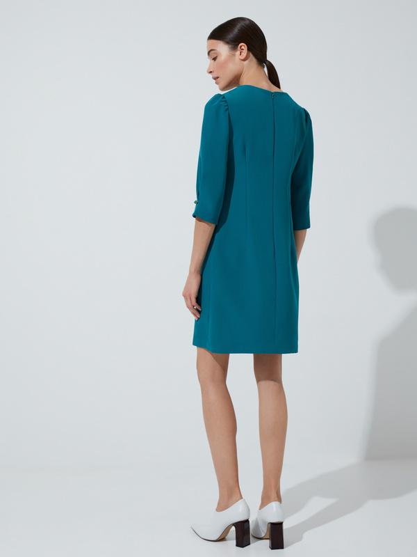 Платье прямого кроя с защипами на рукавах - фото 5