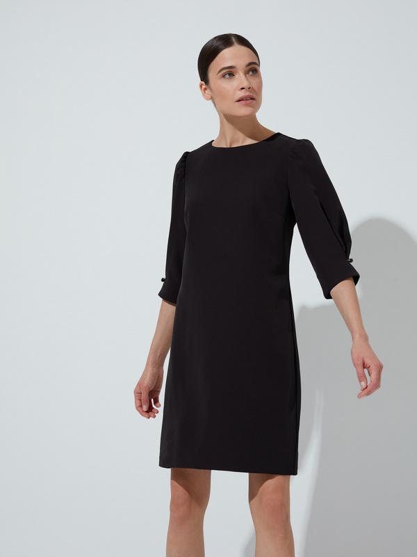 Платье прямого кроя с защипами на рукавах - фото 1