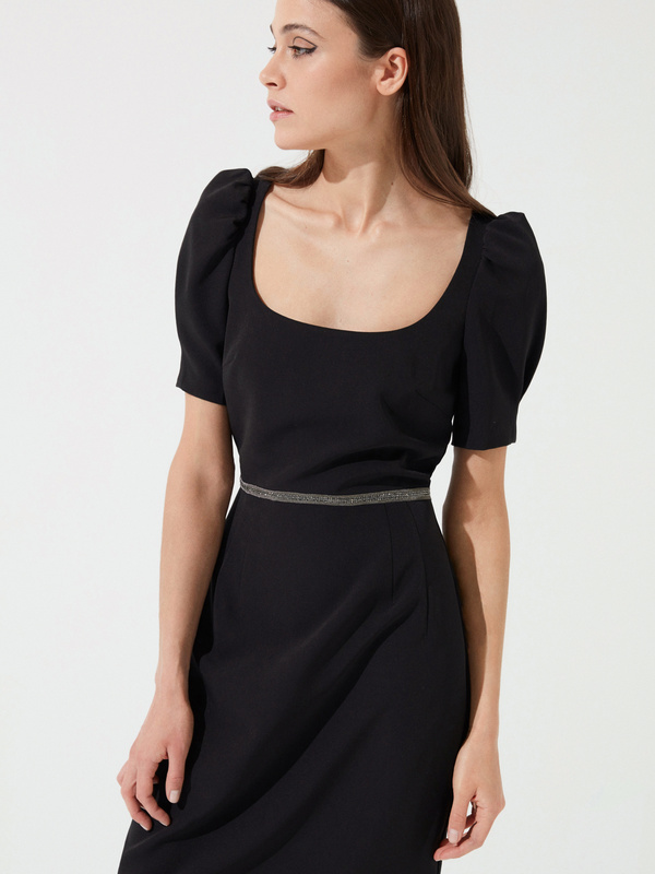 Платье-футляр с ремешком - фото 1