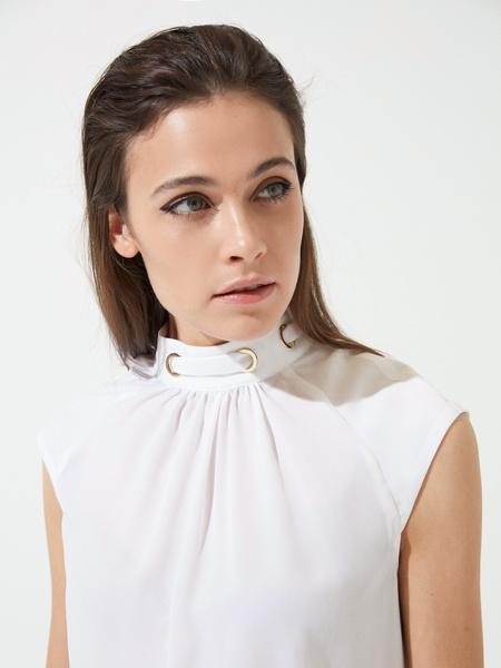 Блузка с декорированной горловиной - фото 2