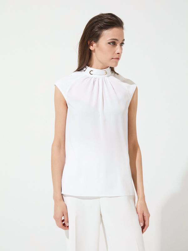Блузка с декорированной горловиной - фото 3