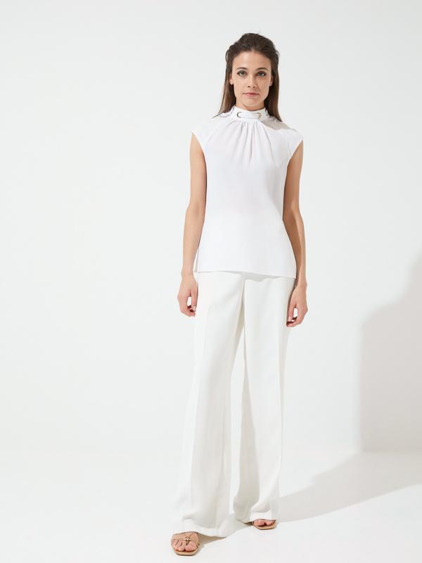 Блузка с декорированной горловиной - фото 4