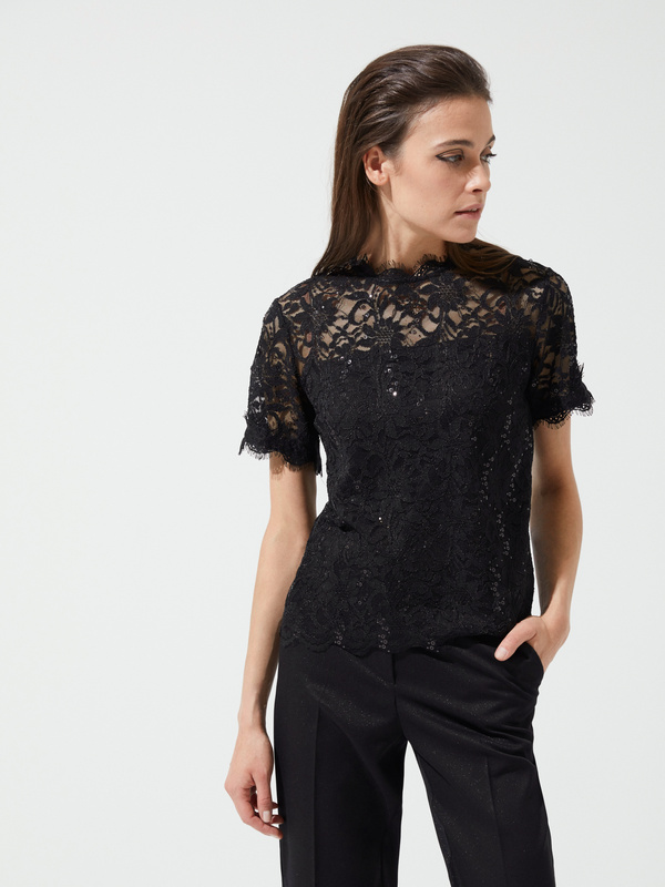 Кружевная блуза с пайетками