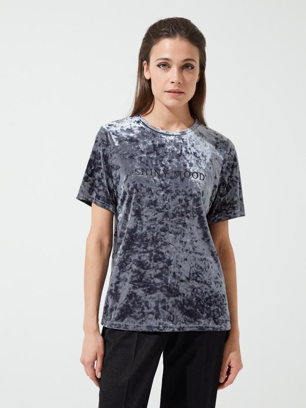 Бархатная футболка с надписью - фото 3