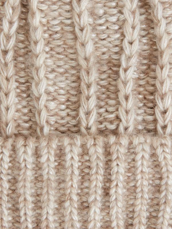 Шапка комбинированной вязки - фото 3